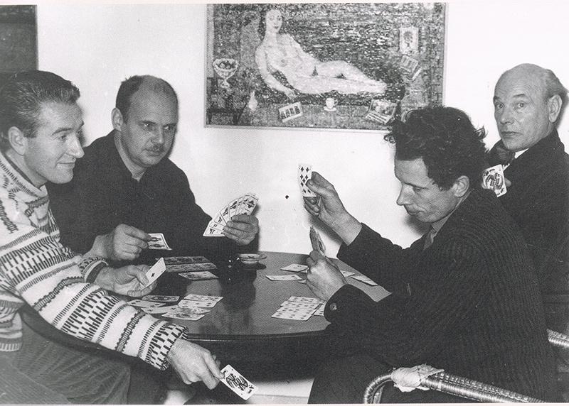Kaarten bij Ferry Slebe thuis (van links naar rechts Zeldenrust, ?, Mengels, Slebe), 1954.