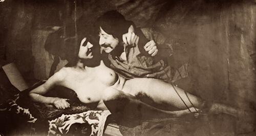 Gerard Fieret met Miep de Leeuwe, foto gemaakt door Fieret zelf en gebruikt als omslag van de dichtbundel De trommel van de vrijbuiter en de begeerte van vijf. Den Haag 1973