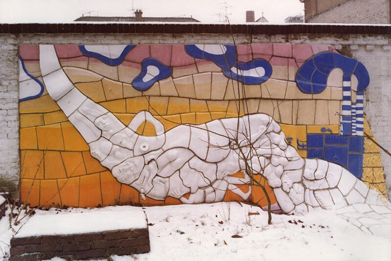 Muurproject voor de binnenplaats van de Vrije Academie (keramiekgroep olv van Henk Trumpie, 1976-1977)