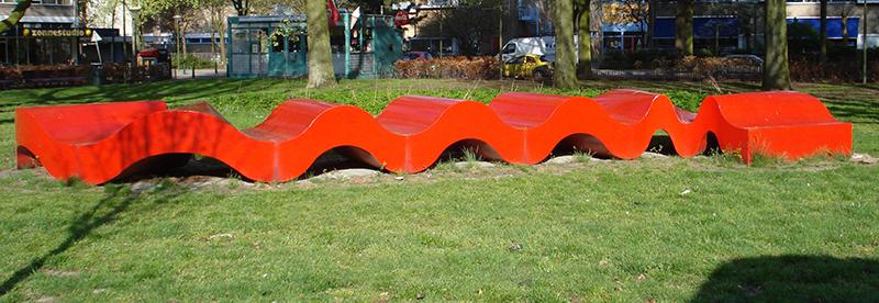 De rode loper (Groep, 1977 - Escamplaan/plantsoen Castricumplein)