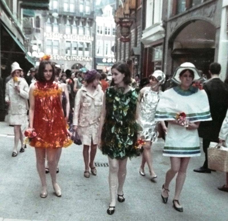 Modegroep van Wil Korrelboom in de Hoogstraat in Den Haag, 1967