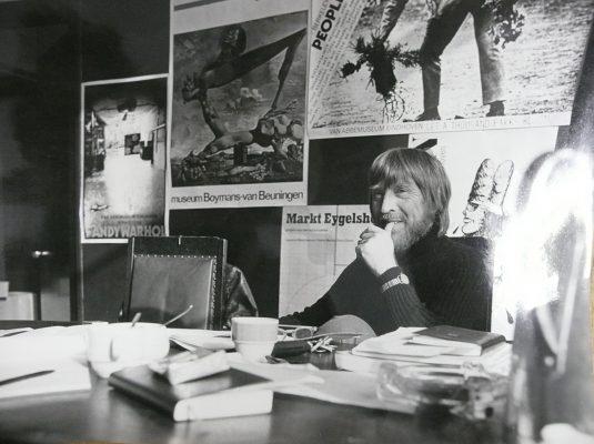 George Lampe in zijn kantoor, ca 1970 (archief vrije academie)
