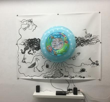 Interactief kunstwerk met aanrakingsgevoelige inkt, geluiden en animatiefilm (Vivienne Lopes de Leão Laguna, expositie HKK 2020)